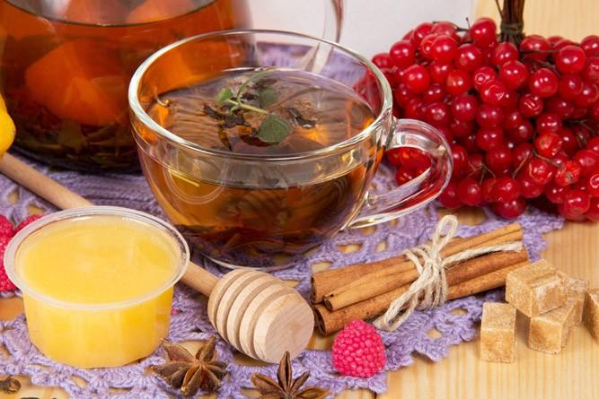 калина тёплым чаем и мёдом