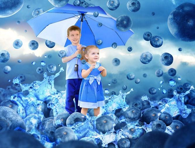 дети под черничным дождиком