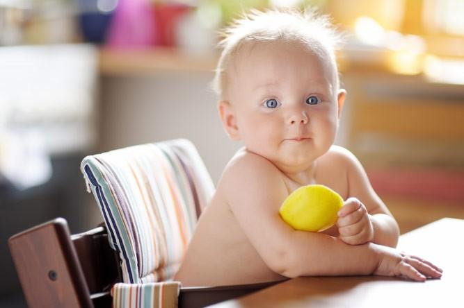 удивлённый малыш