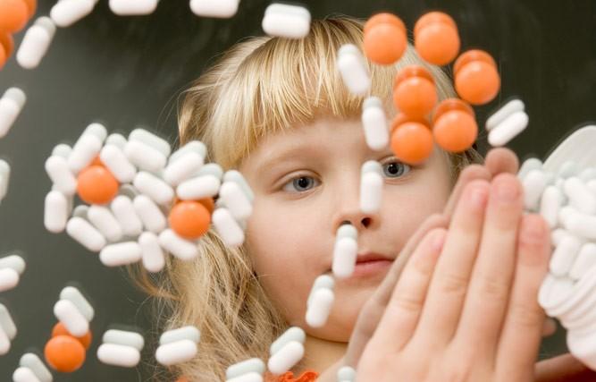 девочка и витамины