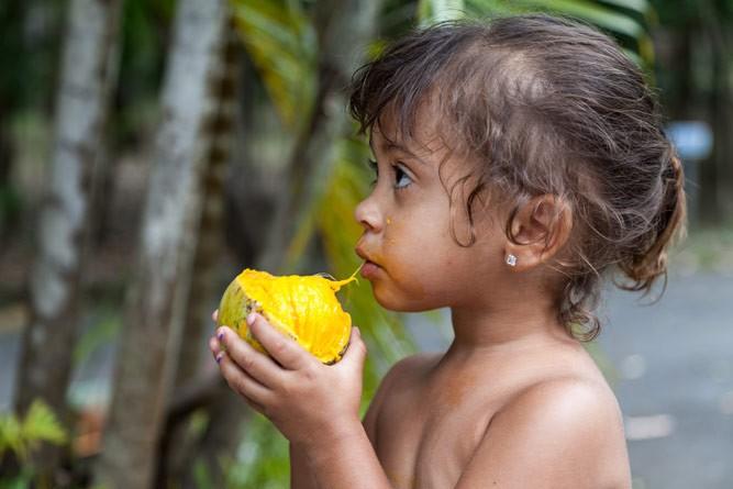 девочка с манго