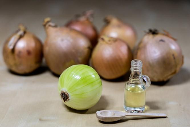 обычный лук и луковый сок