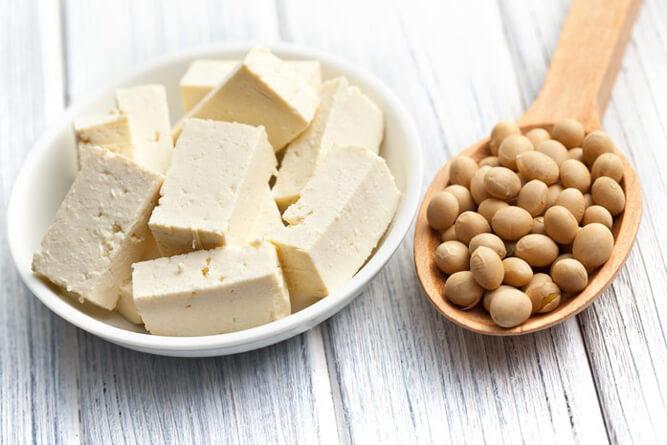 соевые бобы и сыр тофу